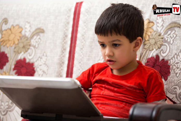 নতুন গবেষণা মোবাইল বা টিভি শিশুর জন্য অত সর্বনেশে নয়! khulna tv